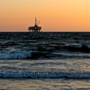 Oljerigg i havet